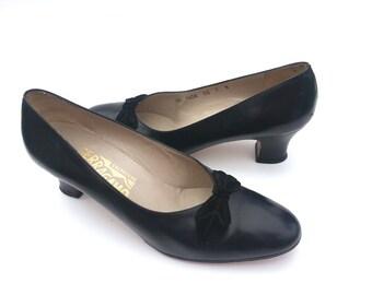 SALVATORE FERRAGAMO Black Leather Bow Vintage slip-on shoes 7 NICE!