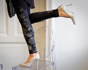 Midnight frost-  black leggings with greyish ice flower print
