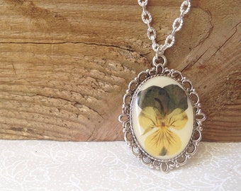 Cute jewelry, necklace for women, Viola necklace, gardeners gift, nature lover gift, pressed flower jewelry, real flower necklace designs