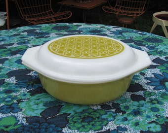 Promotional Pyrex Wicker Pattern Casserole Verde Lime Green