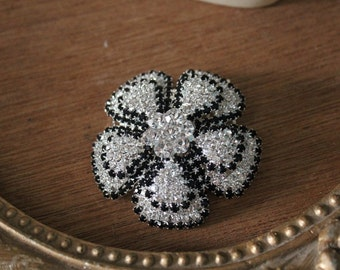 Beautiful silver color flower  hair comb with sparkling rhinestones