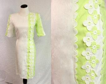 Groovy White Bright Green Short Sleeve Embroidered 3D Flower Shift Dress Medium 1970s