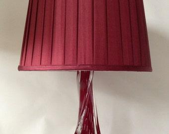 Sale. Free shipping. Original vintage design Murano Archimede Seguso Bullicante crystal lamp in burgundy red.