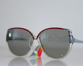 Vintage Polaroid Crystal Ruby, Ash Gray Oversized Frame Sunglasses, Butterfly  Frame,   Polarizing  Lenses. POLAROID 8534.  Made in Italy