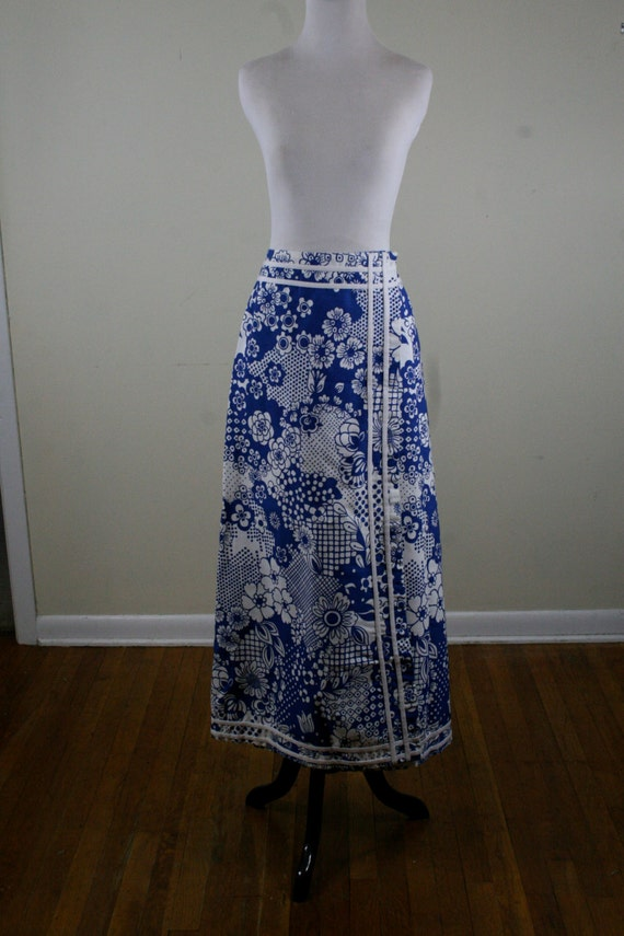 1970s maxi skirt blue and white bold floral century of boston