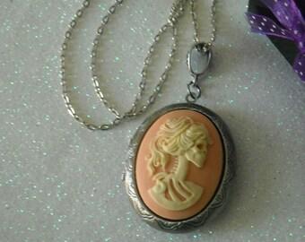 Ivory Color Lady Lolita Skull Antique Silver Locket Pendant Necklace