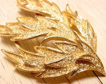 Crown Trifari Gold Tone Leaf Brooch (retro 50s 60s pin mad men fall autumn signed big large statement pretty)