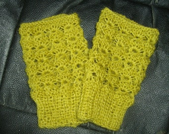 Olive yellow green lace fingerless gloves, wristwarmers.  FREE shipping