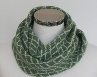 Circle Scarf Soft Merino Lambswool Green with Cream