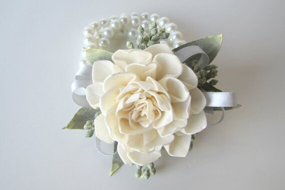 dahlia wristlet corsage traditional wrist corsage keepsake. Black Bedroom Furniture Sets. Home Design Ideas