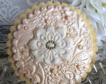 Decorated Wedding Cookie - Round Shape