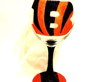 Bengals glitter wine glass