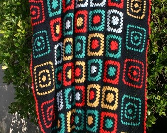 Isba : Vintage crocheted afghan blanket, 2 types of granny squares, navy blue, light blue, red, yellow and green