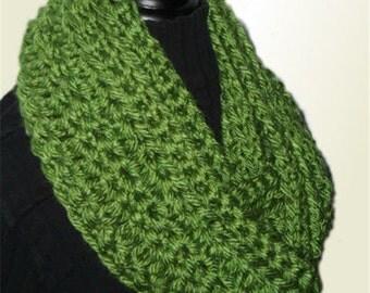 Green INFINITY SCARF Cowl Long Knit Infinity Scarf Circle Chunky Crochet Infinity Scarf Soft Bulky Yarn Avocado Green Women Scarves