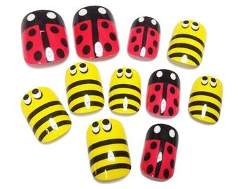 24 Pcs Bumblebee Ladybug Fake Nails / Nail Art / Fake Nails / False Nails / Party Nails. Free Shipping.