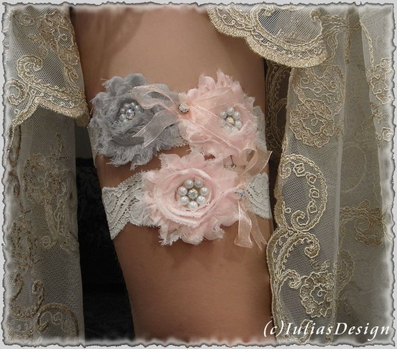 Ivory garter set with shabby chic flowers, gray and baby pink. Wedding garter set. Bridal garter with pearls and rhinestones