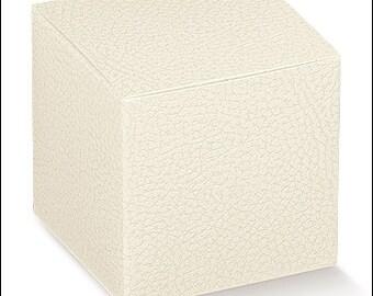 cardoboard's DIY wedding favor White Leather 8x8x8