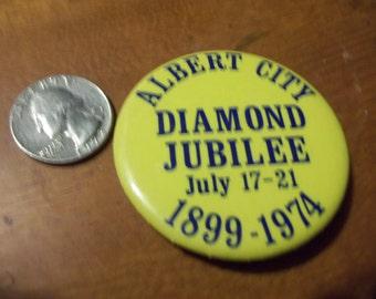 Nice vintage Albert City Diamond Jubilee 1899-1974 buttons/pinback