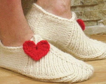 Knitting pattern slippers seamless for adult with hearts