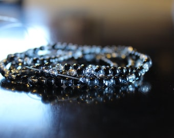 195 approx. 4mm black/clear crackle glass beads
