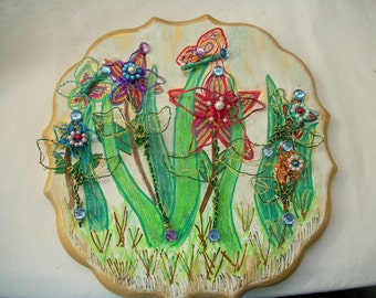 Wire Sculpture Flowers and Hand Painted Plaque Great Brithday, Mother's Day or Valentine's Day