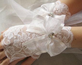 White Lace Wedding Gloves, White Lace Bridal Gloves, White Elegant Gloves, White Wedding Accessories, White Wedding