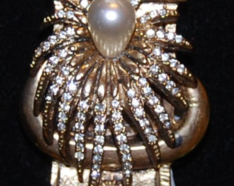signed hattie carnegie brooch