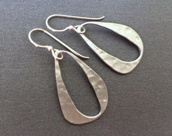 Silver Hammered Earrings, Hammered drop Link, Clean and Modern Long Earrings