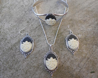 Matching Set-- Cameo Necklace, Earrings and Bracelet!!!  Dragonfly (ivory on black) Gorgeous Quality!!!!!!
