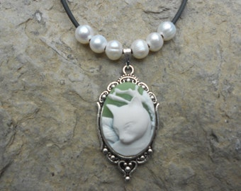 Stunning White Cat (on a green background) Cameo Pendant Necklace--- Genuine Freshwater Pearls!!!--Great Quality