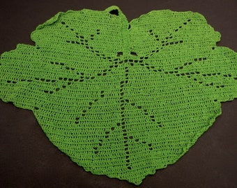 Kerry Green Crocheted Pot Holder,Vintage Leaf Shaped Crochet Doily,Retro Linens,Crocheted Centrepiece,St. Patricks Day,Green Table Topper