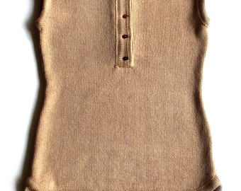 Women's knitted top with a genuine Baltic amber buttons/sleeveless sweater shirt/tank top/vest/spring/summer