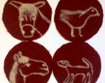 felt placemat with animals, red