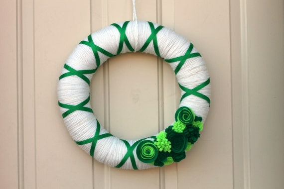 St. Patrick's Day Wreath - Holiday wreath - Green and White Yarn Wreath -Yarn Wrapped Wreath - READY TO SHIP