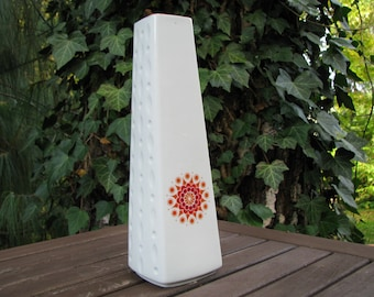 White Op Art Vase with Daisy Blossom – Winterling Porcelain – Sixties 1960s – Vintage – Design – Hippie