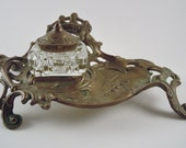 Virginia Metalcrafters Art Nouveau brass Inkwell with single glass ink well beautifully crafted