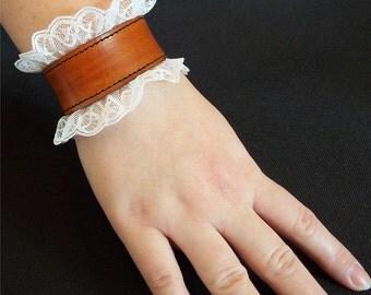 steampunk victorien leather bracelet with lace