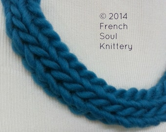 FREE SHIPPING - Chunky Knitted Necklace in Vibrant Teal, Knitted Necklace, Chunky Knit Necklace, Knitted Jewelry