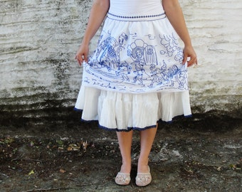 Snow white and the Seven Dwarfs Skirt Vintage Embroidery Fairy tale Clothing size 10/12 EU size 40/42