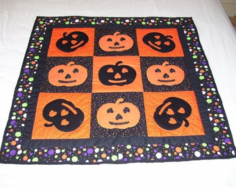 Halloween! It will come sooner than you think. This quilt is part hand quilted and part machine quilted. Wall or table decoration.
