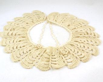 Vintage cream lace collar