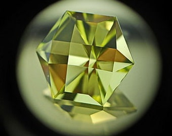 Green Golden Quartz | 8ct | Precision Cut | Light Greenish Yellow Green Golden Quartz with checkerboard design mirror type luster