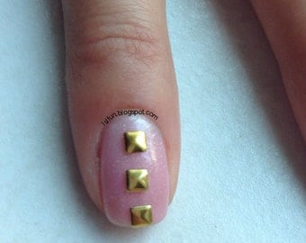 100 Gold/Silver Nail Art 3mm Square Studs