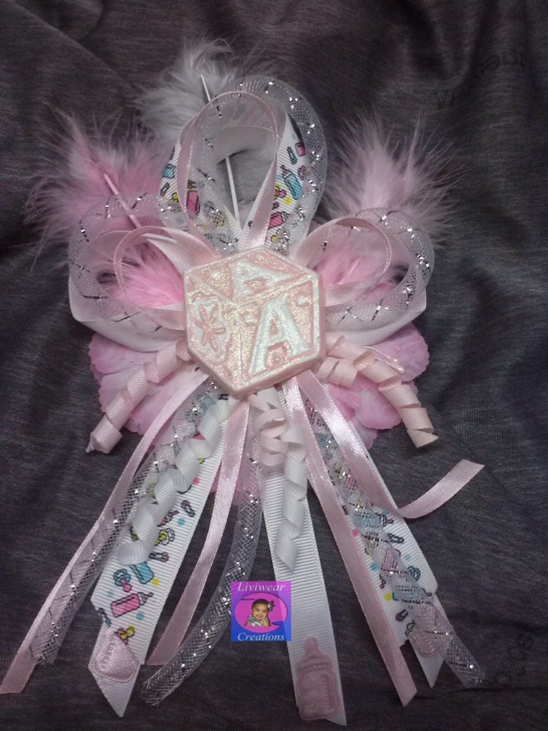 mom to be baby shower corsage for girl in pink
