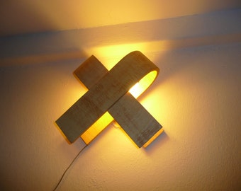 Wall lamp with natural wood texture