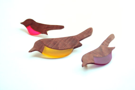 Cute robin bird brooch / Brooches made of Australian wood and different colours of resin