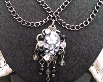 Floral cameo pendant necklace