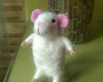 needle felted litthe girl mouse