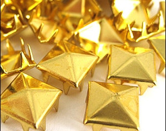VINTAGE Square Pyramid claw studs. Gold & Silver. 8mm