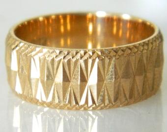 Vintage 18K Gold Symmetrical Design Beautiful Wedding Band